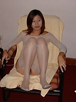 Amateur chinese showing her pussy
